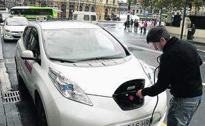El Gobierno central aprueba ayudas de hasta 6.000 euros para comprar coches eléctricos