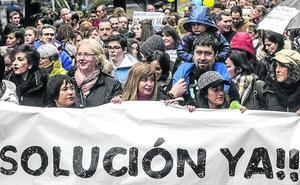 Los padres llevan al Parlamento su lucha contra la huelga en la concertada
