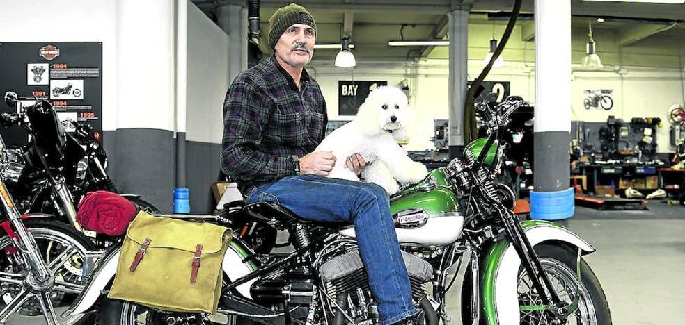 «Me gusta andar en moto y tengo un caniche, ¿y qué?»