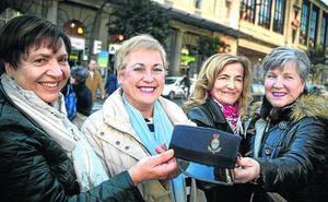 Las primeras bilbaínas con placa: «Regulábamos el tráfico con bolso»