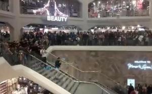 La espectacular pedida de mano que paralizó un centro comercial de Madrid