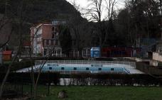Critican que la piscina grande de Orduña lleve once años cerrada