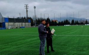 El campo de fútbol de Artunduaga estrena césped este fin de semana