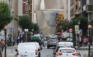Aburto abre el debate para penalizar el uso del coche en Bilbao