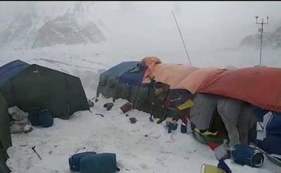 Huracán en el campo base del K2: Txikon cuenta cómo lo han vivido