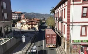 La Diputación estudia medidas para sacar camiones de Muskiz y Abanto