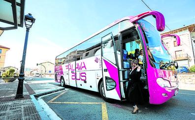 Las paradas seguras para mujeres del transporte foral llegarán a 33 localidades desde el sábado