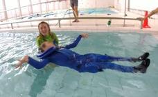 Un traje de neopreno para ayudar en la rehabilitación de personas con discapacidad