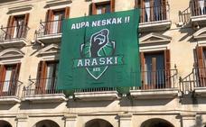 La Casa Consistorial se viste de verde para animar al Araski