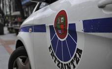 Herido un ertzaina al ser arrollado por los delincuentes a los que seguía en una operación antidroga en Galdakao