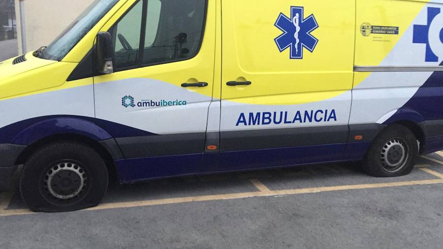 Un sabotaje en cadena deja fuera de servicio nueve ambulancias en Bizkaia