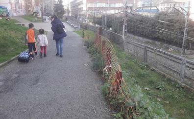 La asociación de vecinos de Urbi vuelve a pedir el arreglo del camino al colegio Etxegarai