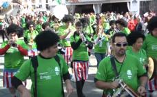 Una kalejira teñida de verde por el Araski: «Da gusto ver a Vitoria volcada»