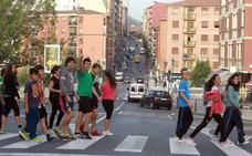 Colocan badenes y pasos de peatones elevados en varias calles basauritarras