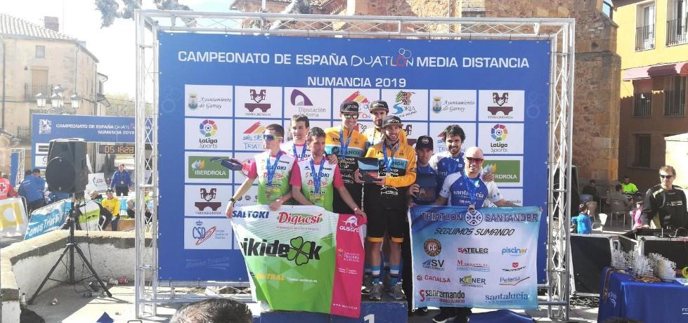 El equipo vizcaíno ANb Fanox, campeón de España de Duatlón de Media Distancia