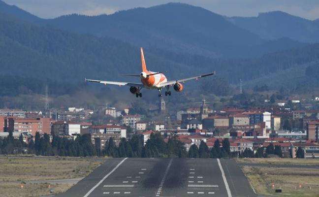 Desviados cinco vuelos en el aeropuerto de Loiu por las rachas de viento