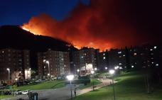 Cielo rojo en Muskiz por el incendio