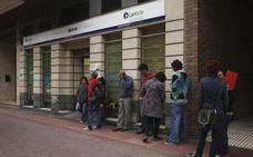 El paro baja en Euskadi mientras que en España repunta en el peor febrero desde 2013