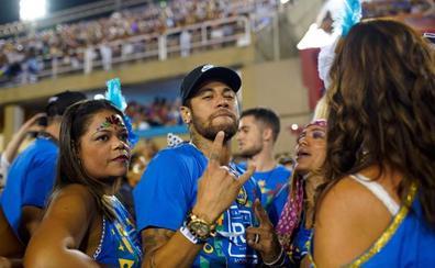 Neymar se cura en el sambódromo de Río