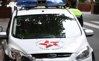Detenido en Larrabetzu tras recorrer 16 kilómetros sin carné a toda velocidad y con una menor en el coche
