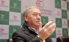 Clemente propone incluir en la selección a descendientes de los emigrantes vascos