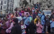 Las familias de Errekabarri denuncian la falta de compromiso con el nuevo colegio por parte de Educación