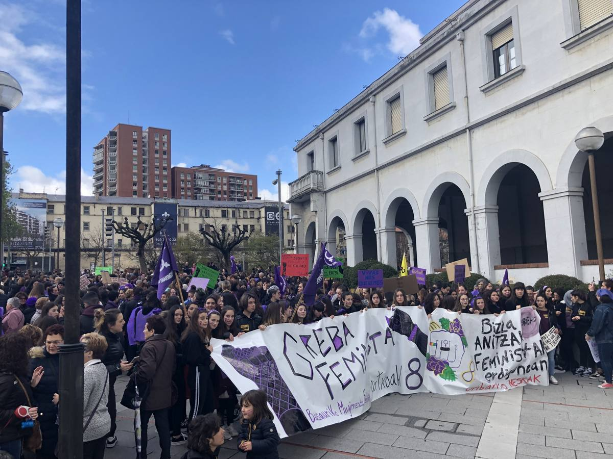 Manifestación en Basauri con motivo del 8-M