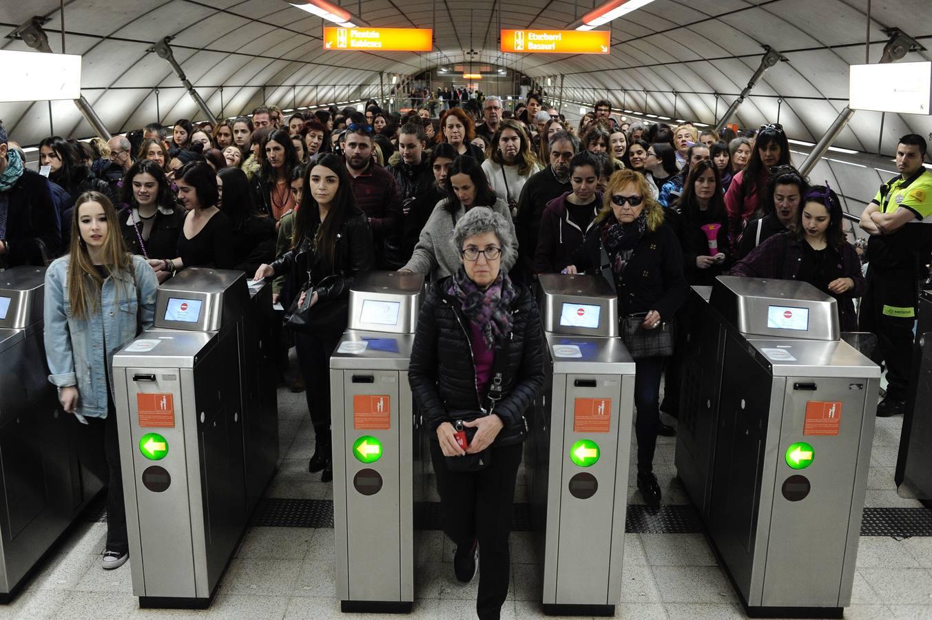 Aglomeraciones en el metro de Bilbao con motivo del 8-M