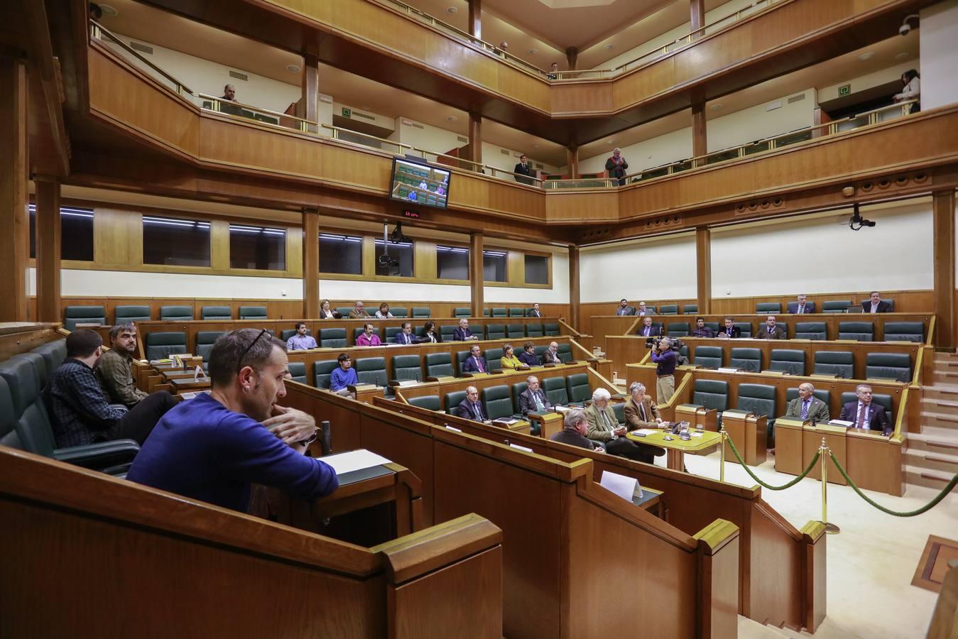 El Parlamento vasco suspende el pleno por falta de quórum debido a la huelga del 8-M