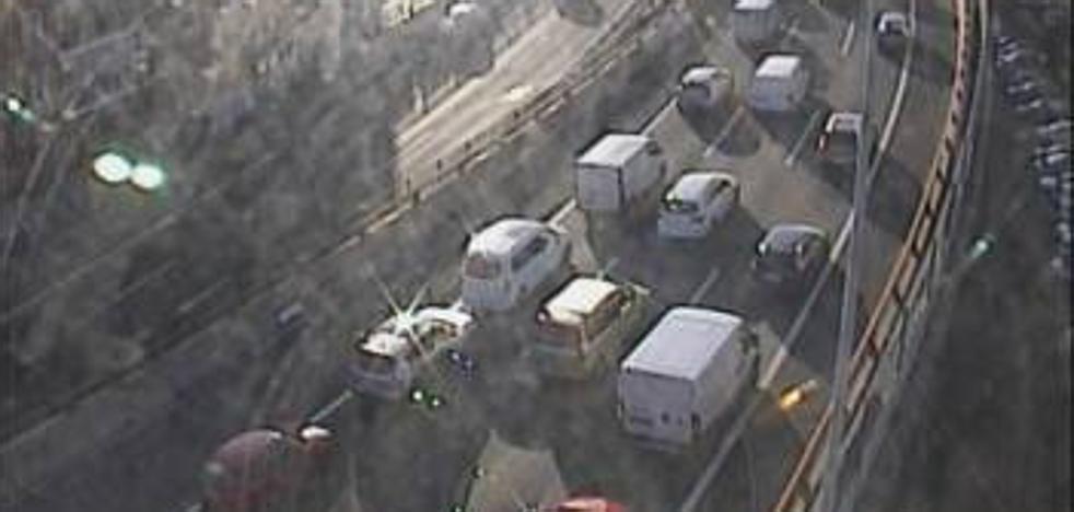 Un accidente dentro del túnel de Malmasin provoca una hora de retenciones en la A-8