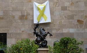 La Junta Electoral da 48 horas a Torra para quitar los lazos amarillos de los edificios públicos