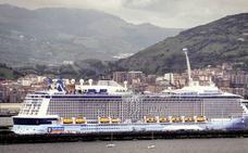 Colosos en el Puerto de Bilbao y visitas al 'Juan Carlos I' en Getxo