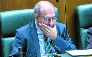 Las presiones de la oposición y el desgaste personal ponen a Darpón en situación límite