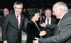 Gobierno vasco y central arropan a Eroski en su 50 aniversario tras despejarse su futuro financiero