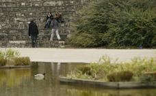 Cuatro menores roban a punta de navaja a un hombre en el parque de Arriaga