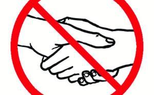 Hospitales que prohíben dar la mano para evitar los contagios