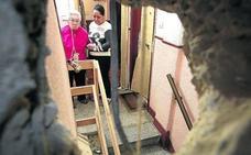Diez familias de más de 80 años de un portal de Basauri esperan el ascensor para salir de casa