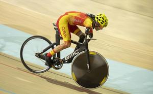 Ciclista de oro sin brazos y sin pierna