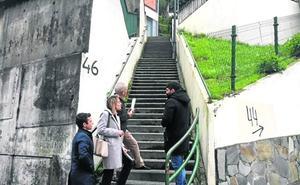«Tengo una cuesta y más de cien escaleras para llegar al portal»