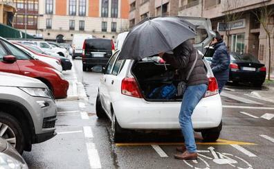 Bizikleteroak critica el plan contra las dobles filas en colegios de Vitoria, que «deberían ofertar parking o autobús»