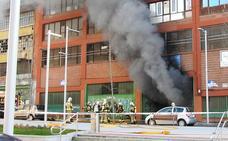 Un herido en un incendio en un pabellón de Amézola
