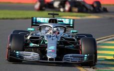Hamilton logra la 'pole' y saldrá primero en Australia