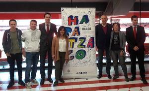 Alex Sardui, Eñaut Elorrieta y Zuriñe Hidalgo ponen voz a la canción del Ibilaldia 2019