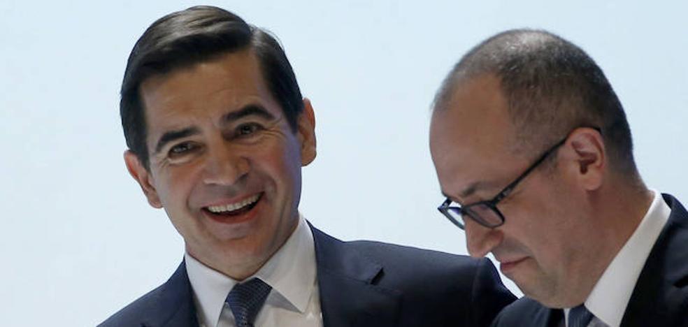 Torres supera sin dificultad la junta del BBVA gracias a la dimisión de Francisco González