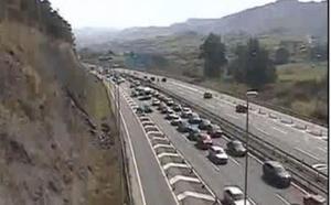 La normalidad regresa a la A-8 tras una mañana de retenciones kilométricas hacia Cantabria