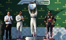 Mercedes cambia de cromos en su primer doblete
