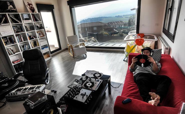 Una visita al 'home studio' de DJ Loro