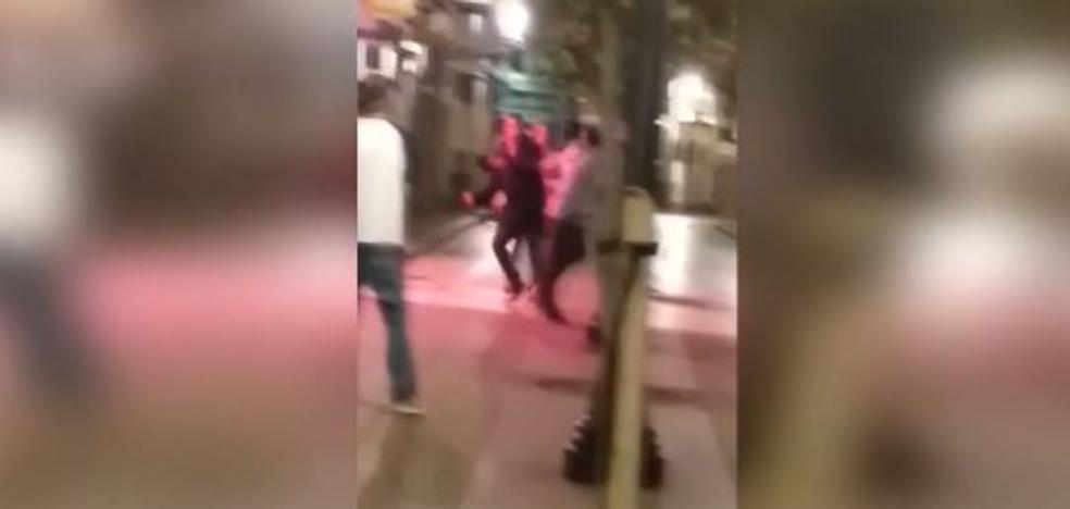 Salvaje agresión de un hombre armado con un cuchillo en Gijón