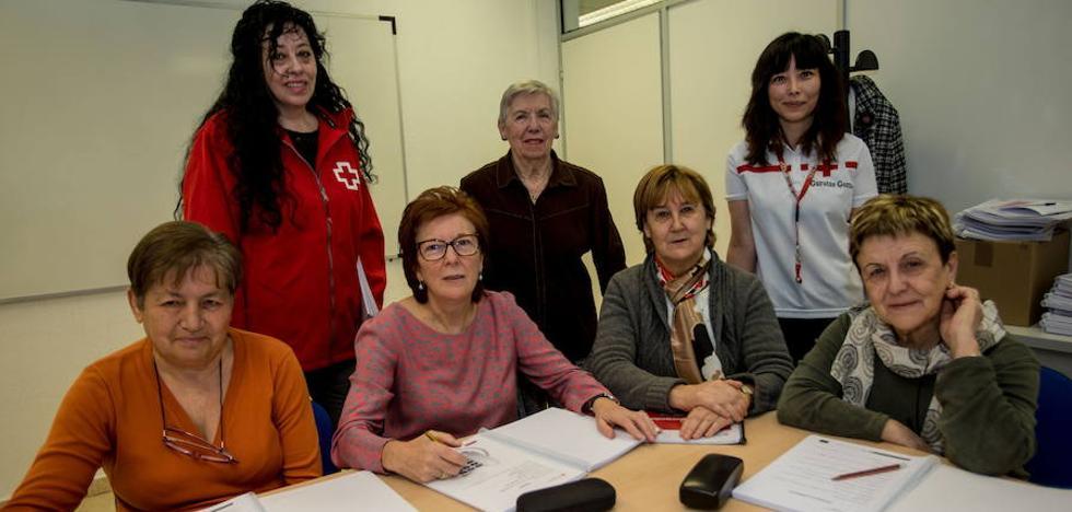 «Algunos mayores apenas saldrían de casa en Bizkaia si no fuera por la Cruz Roja»