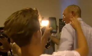 Un joven estampa un huevo en la cabeza de un senador islamófobo de Australia